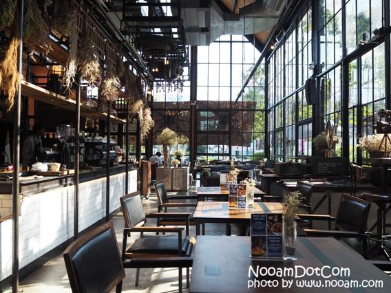 Air Space Huahin ร้านอาหารและคาเฟ่ ตกแต่งสวย นั่งสบาย ที่หัวหิน