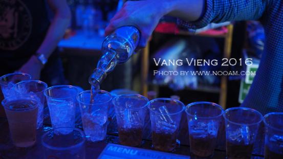 ปาร์ตี้สุดเหวี่ยง ที่ซากุระ บาร์ วังเวียง (Sagura Bar VangVieng) ไทย ฝรั่ง เกาหลี จัดเต็ม
