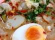 ชวนชิม ร้านก๋วยเตี๋ยวปลาเมืองทอง ก๋วยเตี๋ยวต้มยำปลาไข่ต้ม พร้อมขนมจีบ ปอเปี๊ยะ ปลาลวกจิ้ม และข้าวคลุกกะปิ
