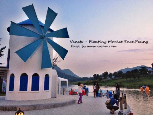 รีวิวตลาดน้ำสวนผึ้ง Veneto บรรยากาศดี โรแมนติก ตกแต่งแบบซานโตรินี จังหวัดราชบุรี